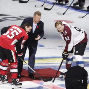 Erik Karlsson och Gabriel Landeskog inför den andra matchen i Stockholm.