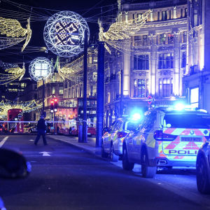 Poliser på plats på Oxford Street efter falskt larm och masspanik.
