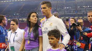 Cristiano Ronaldo tillsammans med flickvännen Georgina Rodriguez och sonen Cristiano Ronaldo Junior efter Champions League-finalen den 3 juni.