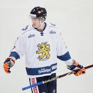 Niko Mikkola.