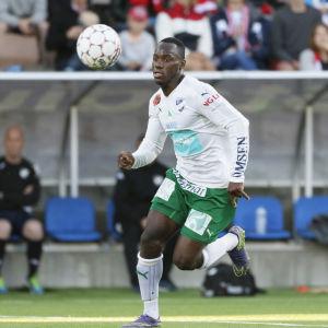 IFK Mariehamns Dever Orgill jagar sin tionde fullträff.