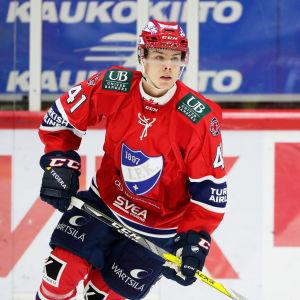 Miro Heiskanen på isen.