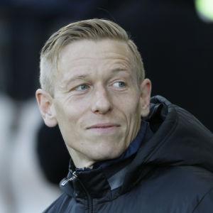 Mikael Forssell på bänken, HJK 2016.