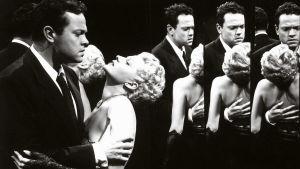 Orson Welles ja Rita Hayworth elokuvassa Nainen Shanghaista