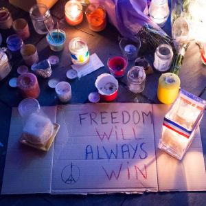 Minnesstund efter terrordåd i Paris