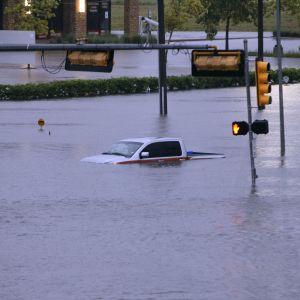 Översvämmad gata i Houston