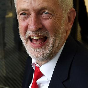 En nöjd Jeremy Corbyn anlände till Labours partihögkvarter i London efter nyvalet den 8 juni.