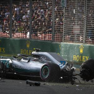 Valtteri Bottas demolerade sin bil i tidskvalet i Australien.