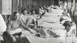 Tuberkuloosia sairastavat amerikkalaissotilaat sairaalahoidossa.