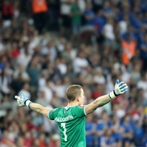 Hannes Halldorsson och hans Island är klara för kvartsfinal i EM.