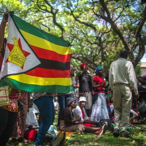 Samling i Harare inför demonstration mot Robert Mugabe 21.11.2017.