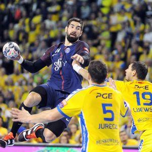 Nikola Karabatic försöker göra mål mot Kielce i Champions League i november 2017.