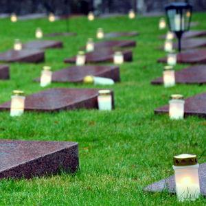 Ljus på hjältegravarna i Vasa
