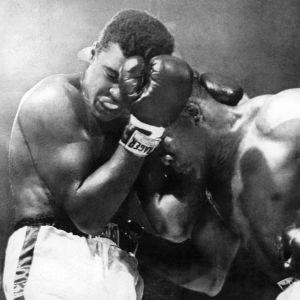 Ammattinyrkkeilyn raskaansarjan maailmanmestaruusottelu ? Cassius Clay (Muhammad Ali) ja vastustaja Sonny Liston.