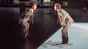 Jean-Noël Briend ja Sava Lolov ovat Walter Benjamin oopperassa Benjamin, viimeinen yö