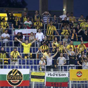 Delar av Botev Plovdivs supportrar kunde inte acceptera valet av ny tränare, och fick snabbt sin vilja igenom.
