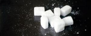 Skribenten föredrar äkta socker framom konstgjorda sötningsmedel. Bild: Yle/Juha-Pekka Laakio