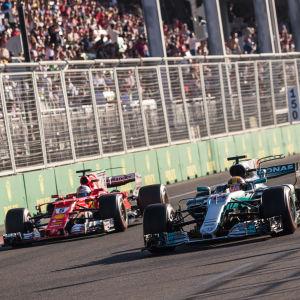 Sebastian Vettel och Lewis Hamilton i Baku