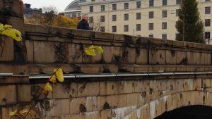 Spår av bombningarna under inbördeskriget på Hagnäs bro