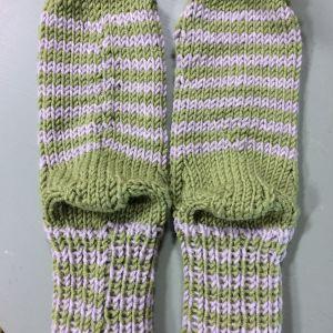Randiga stickade strumpor