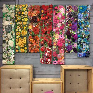 Tavlor med virkade blommor