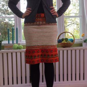 En kjol gjord av en halvfärdig korsnäströja