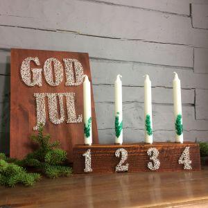 En adventsljusstake och en god jul tavla i samma stil