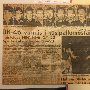 Urklipp från Helsingin Sanomat där man berättar att BK-46 vunnit FM-guld i handboll.