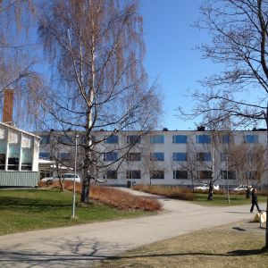 Donnerska skolan och svenska gymnasiet i Karleby.