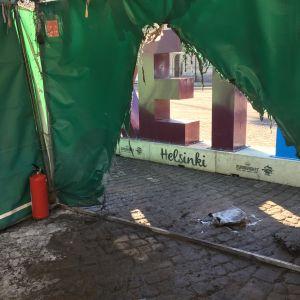 hål i tält efter eldsvåda