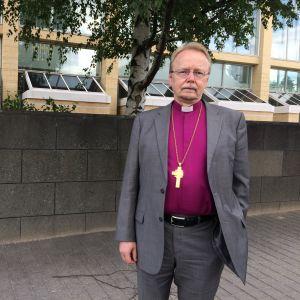 Arkkipiispa Kari Mäkinen Kajaanin Runoviikolla 2016.