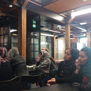 Kvinnliga afghanska journalister på studiebesök i Finland