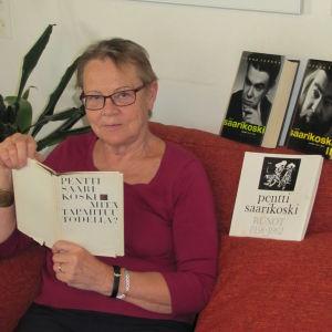 Bloggari Anneli Kajanto lukee Pentti Saarikosken runokokoelmaa Mitä tapahtuu todella?