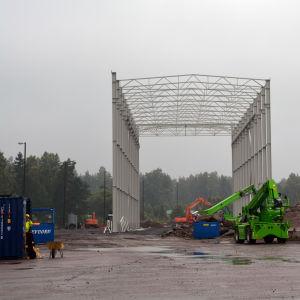 Hallen byggs till det nya varvet i Valkom