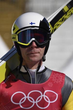 Janne Ahonen leder de finländska backörnarna i OS.