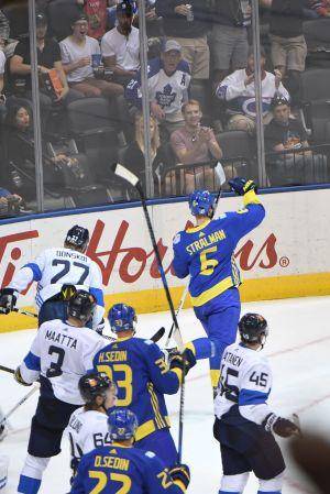 Anton Strålman firar sitt mål, Finland-Sverige, World cup 2016.