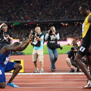 Justin Gatlin och Usain Bolt på friidrottsbanen.