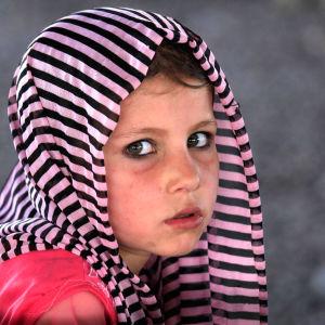 En afghansk flykting väntar på att registreras av UNHCR i Peshawar i Pakistan.
