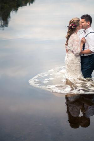 Minnan ja Akin tarina kerrotaan SuomiLOVEn verkkosivuilla.