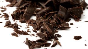 Mörk choklad.
