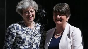 Theresa May och Arlene Foster.