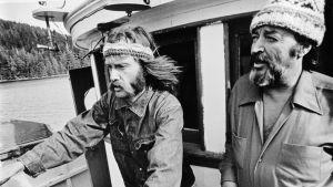 Bob Hunter och Ben Metcalfe ombord på båten Phyllis Cormack.