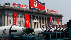 Nordkorea förevisade missiler under en militärparad