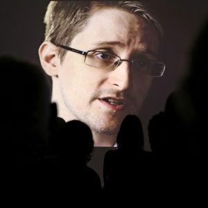 Video-stilli Edward Snowdenista NDR:n tilaisuudessa tammikuussa 2015