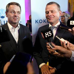 Jan Vapaavuori och Petteri Orpo håller gemensam presskonferens.