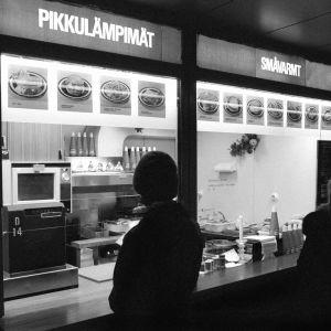 Nakkikioski Stockmannin edessä 1973