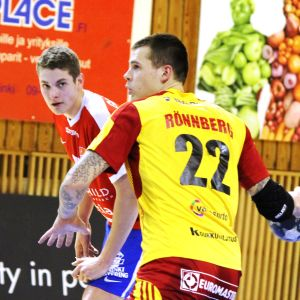 Nico Rönnberg skjuter straff.