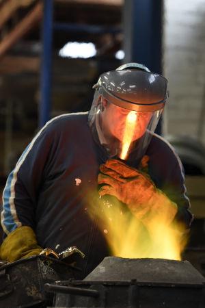 En brittisk vd förtjänar i snitt 120 gånger mer i månaden än en industriarbetare