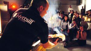Lasinpuhallusta illallisella, Hyttsill, Glasriket, Ruotsi