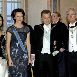 Presidentparet Niinistö och Haukio samt konung Carl XVI Gustaf och drottning Silvia av Sverige